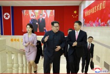 Kim Jong Un Gives Grand Banquet for Chinese Art Troupe